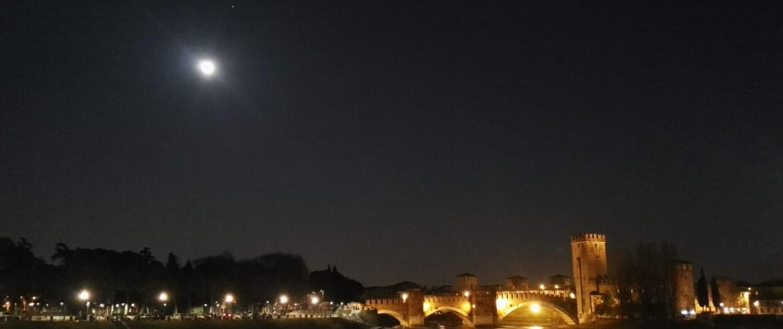 Verona walking tour by night